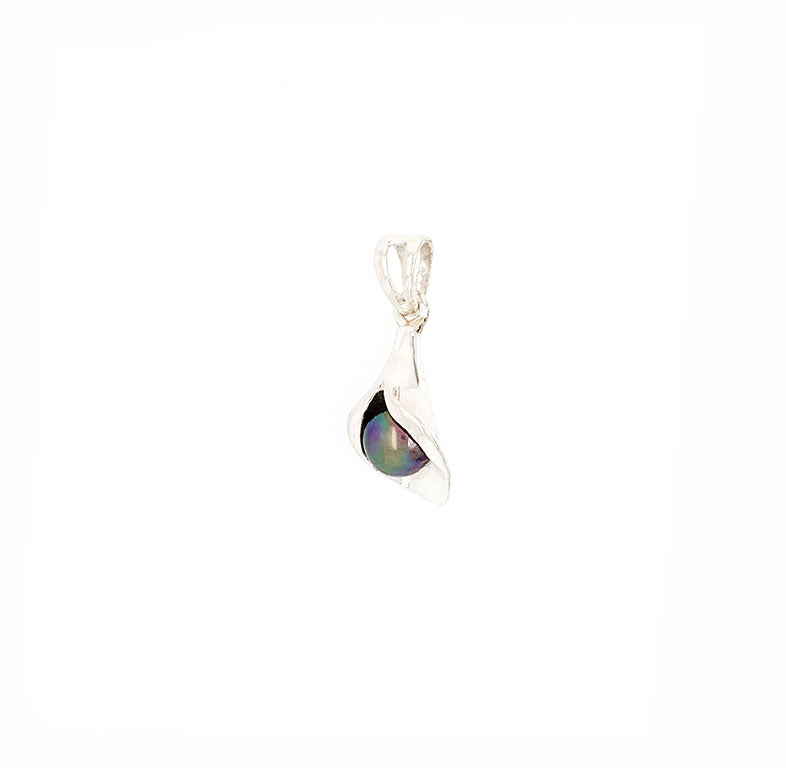 Calla Lilly pendant featuring a Tahitian pearl, a natural iridescent material found on the shores of Tahiti.