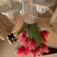 Load image into Gallery viewer, Four petal flower Necklace