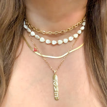 Load image into Gallery viewer, Choker White Love Shell Necklace
