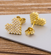 Load image into Gallery viewer, Gold Heart Earrings