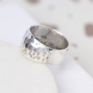 POM Hammered Wide Band Ring