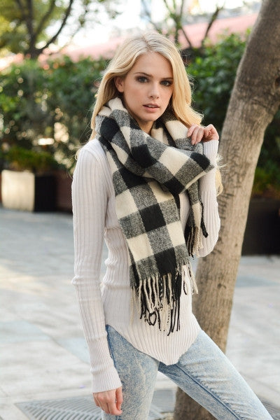 Buffalo Check Scarf with Fringe - Black