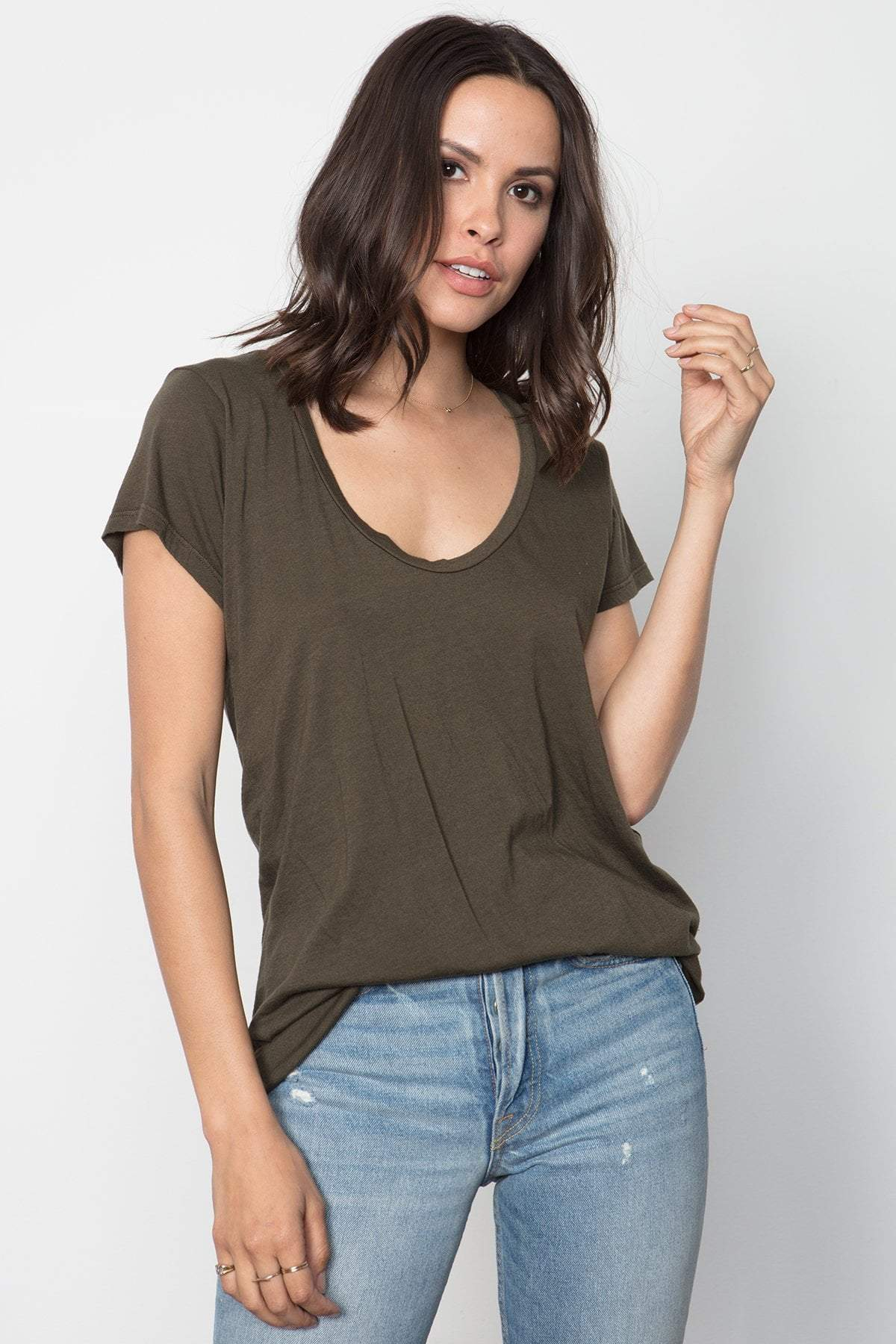 THE SCOOP NECK TEE