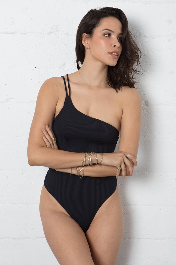 CALI ONE PIECE
