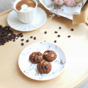 Calling all coffee lovers! Get your dose of daily coffee with our decaf coffee lactation cookies with dark chocolate chips and walnuts.
