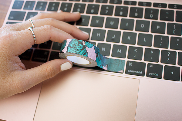 Check out Yoobi's latest DIY tips for styling your laptop. These fun idea's using colorful and printed washi tape is sure to get you tons of attention whether your a student or teacher. When you buy, Yoobi gives.