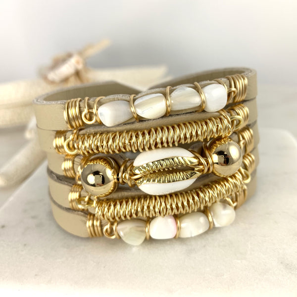 Maxi Cuff Leather / White Cowrie Shell / Gold Plated