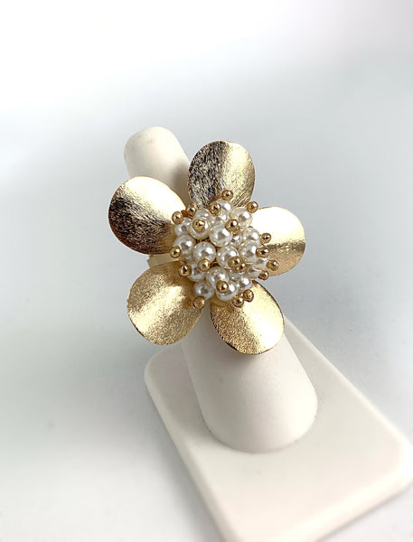 Flower Ring - Dainty Pearls