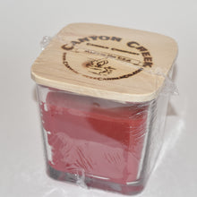 Load image into Gallery viewer, Red Roses 14oz cube jar candle