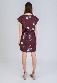 Givn BERLIN Kurzes T-Shirt Kleid mit Bindegürtel aus Lyocell (Tecnel). Dress Burgundy (Flowers)