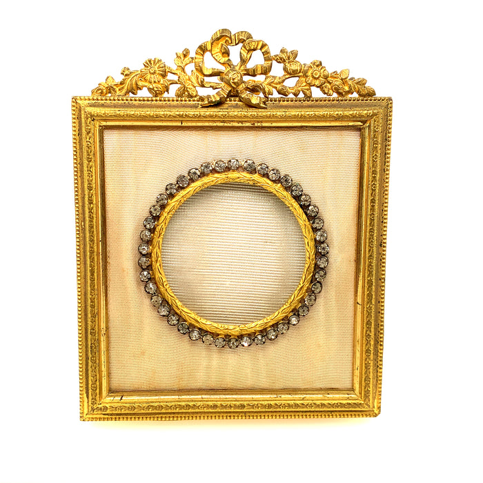 Sweet Victorian Picture Frame With a Bow