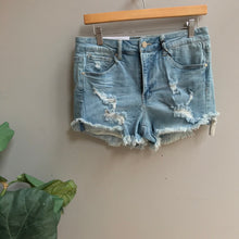 Load image into Gallery viewer, Mid Rise Cuff Shorts