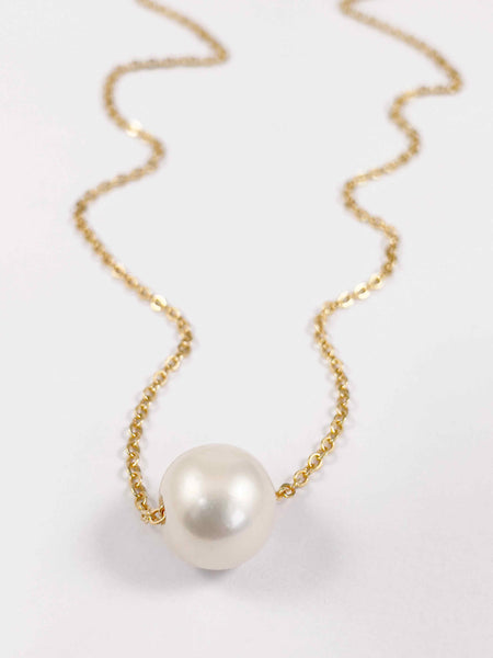 White Glider pearl necklace in gold