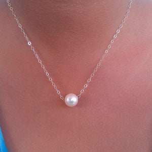 White Glider pearl necklace in silver