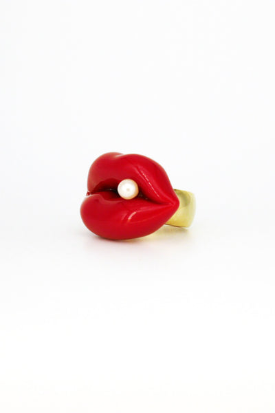 LIPS RING WITH PEARL