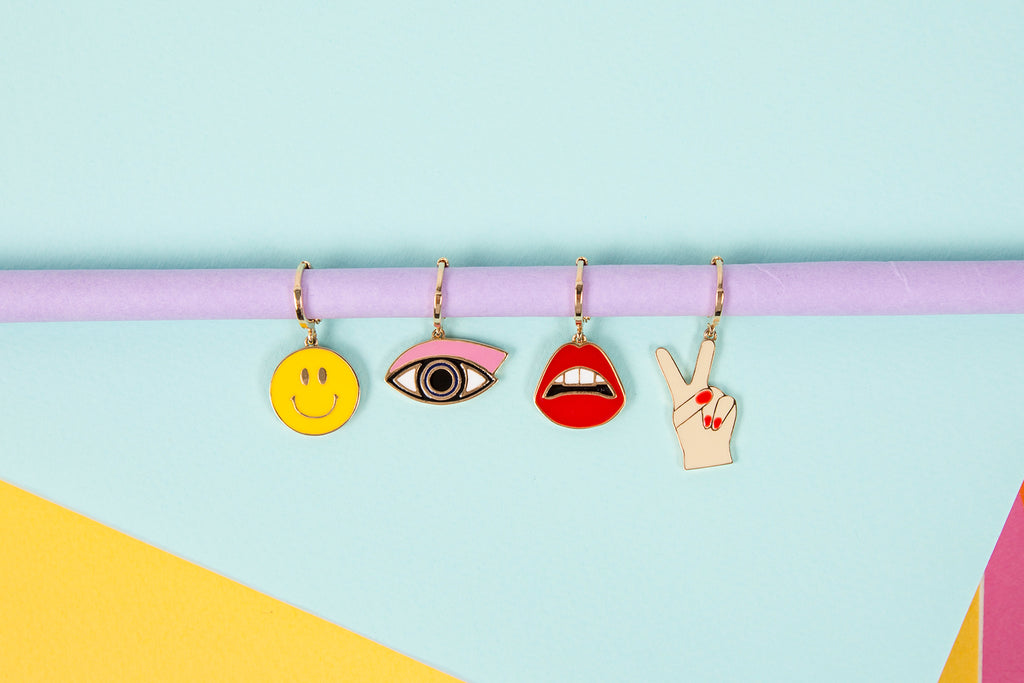 ENAMEL LIPS HOOP EARRINGS