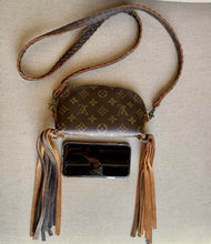 Load image into Gallery viewer, Louis Vuitton Pochette
