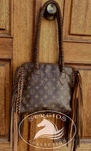 Load image into Gallery viewer, Authentic Vintage Louis Vuitton Popin court
