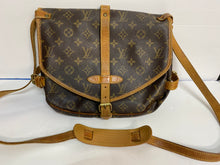 Load image into Gallery viewer, Authentic Vintage Louis Vuitton Samour Style