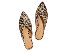 Load image into Gallery viewer, https://www.madewell.com/the-emilia-mule-in-dotted-calf-hair-MA417.html?dwvar_MA417_color=EB6639&cgid=shoes-mulesslides#start=6