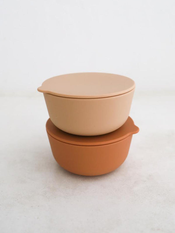Rommer cinnamon and nude silicone bowls, perfect for dinner times and storing left overs with their matching lid!