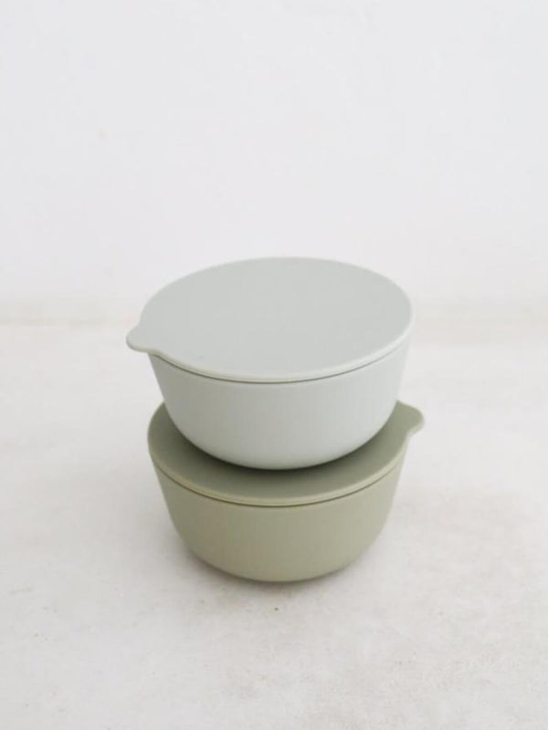 Rommer cloud and oyster silicone bowls, perfect for dinner times and storing left overs with their matching lid!