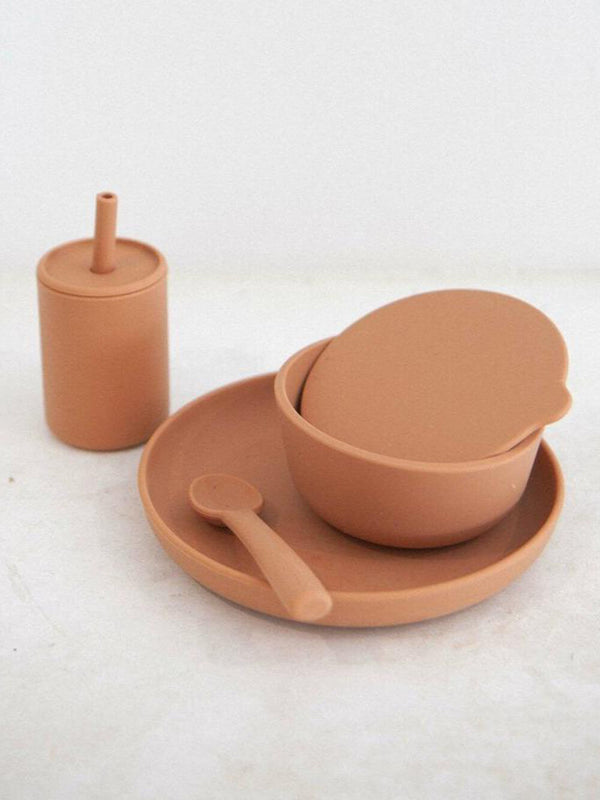 Rommer dinnerware set in cinnamon features silicone bowl, plate, spoon and drink bottle. Perfect for meal times.