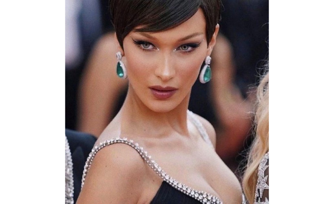 Bella Hadid Instant Face Lift Tapes
