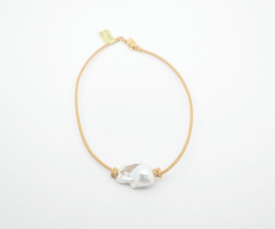 Choker: Braided leather, Large Baroque pearl