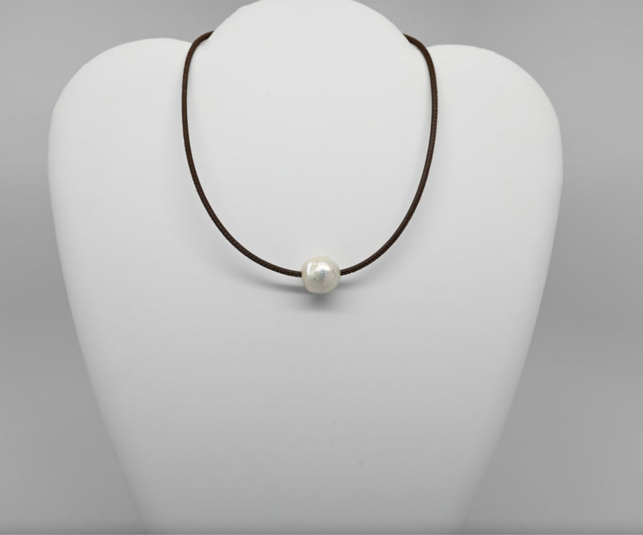 Choker: Stitched leather with single pearl