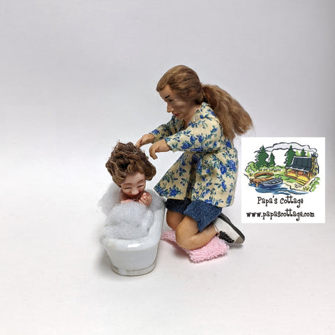 Mom bathing toddler 1:12 - Papa's Cottage Home Goods & Decor