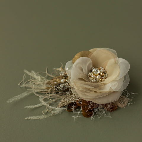 Natural rustic wedding headpiece. Bridal neutral wedding flower hairpiece