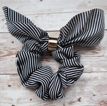 Load image into Gallery viewer, Stripped Bow Scrunchies
