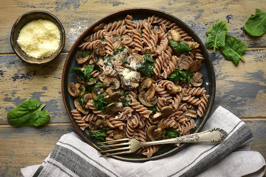 Chia pasta with spinach and mushrooms
