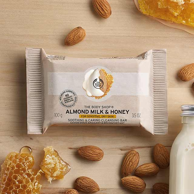 Almond Milk & Honey Soothing & Caring Cleansing Bar