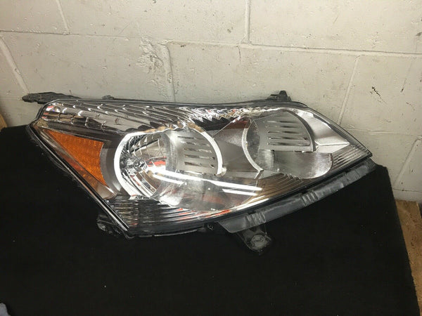 Chevy Traverse OEM Right Headlight Part# 20840424 Fits 2009-2010-2011-2012