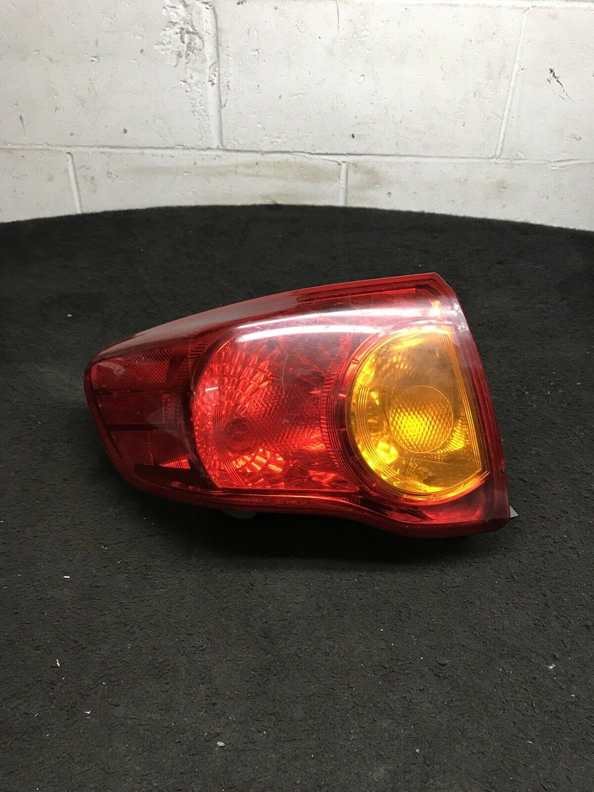 TOYOTA COROLLA 2009-2010 Left LH Driver Side Outer Tail Light OEM