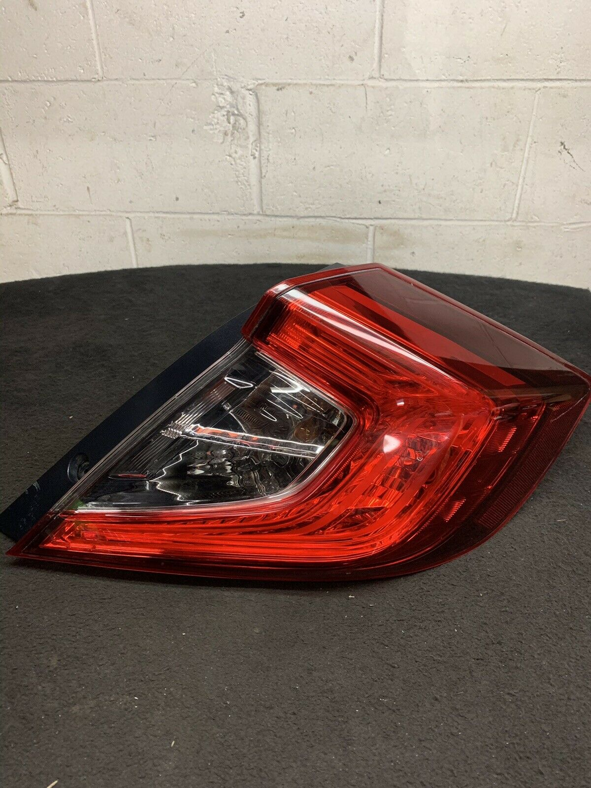 HONDA CIVIC TOURING 2016-2019 Right RH Passenger Side Taillight UE04FZTBAAAO OEM