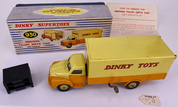 Dinky Supertoys Bedford Pallet Jekta Van 930 boxed, original