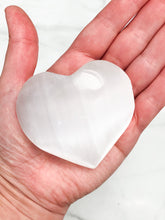 Load image into Gallery viewer, Selenite Palm Heart