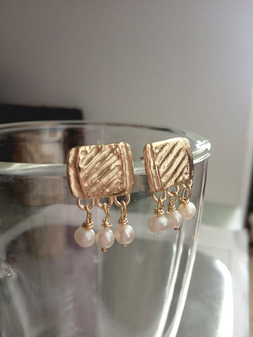 Unusual Pearl Gold Stud Dangles