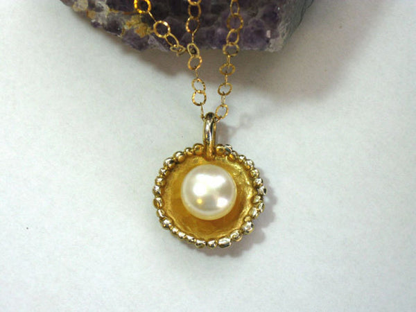 Gold Chain Necklace with Single Pearl.