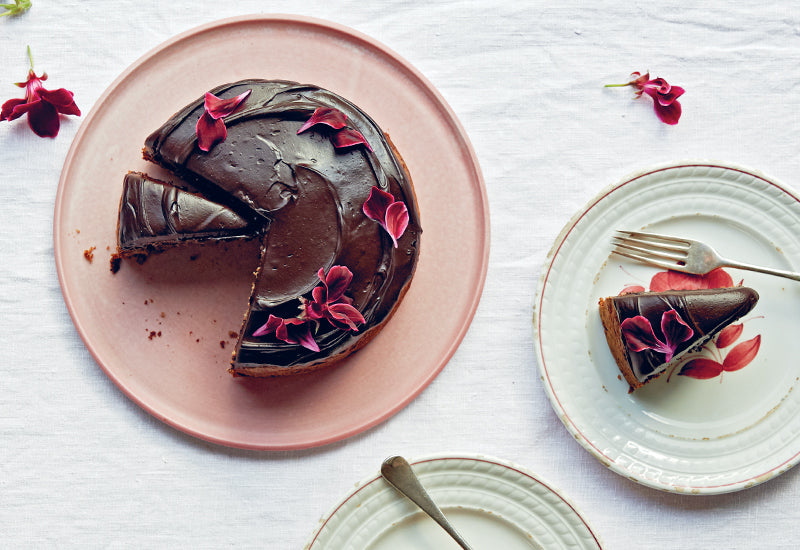 Fig, Banana & Dark Chocolate Cake with Cacao Cream
