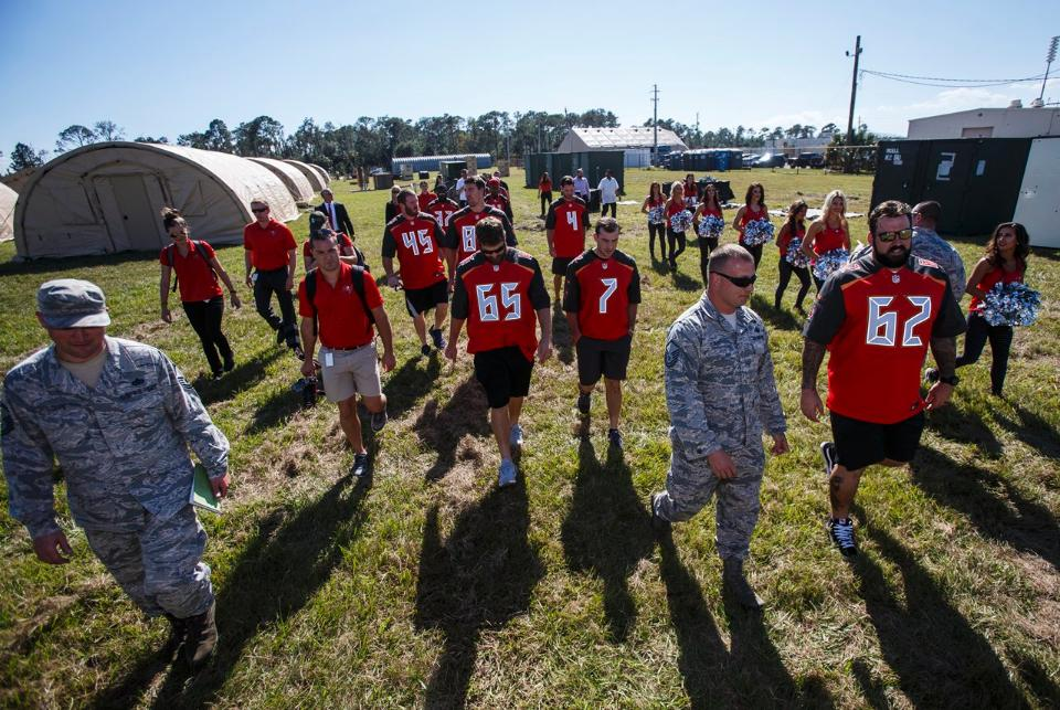 Bucs Visit Macdill Afb For Salute To Service Week Desean Jackson