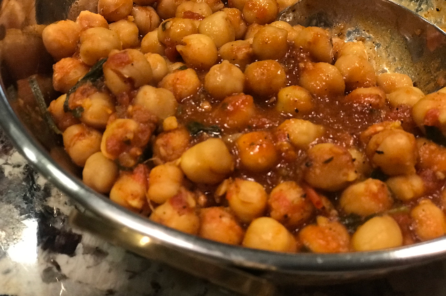 Chickpeas with Tomato Curry