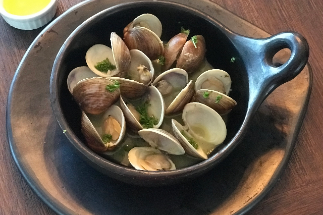 Steamed Clams with Garlic