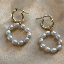Load image into Gallery viewer, pearl mini earrings
