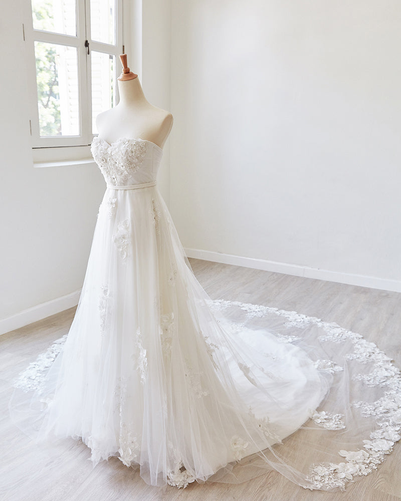 Wedding gown with sweetheart neckline