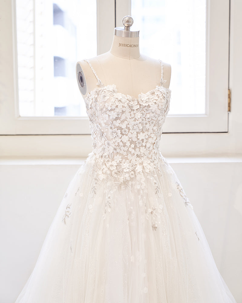 Thin straps wedding gown with lace applique