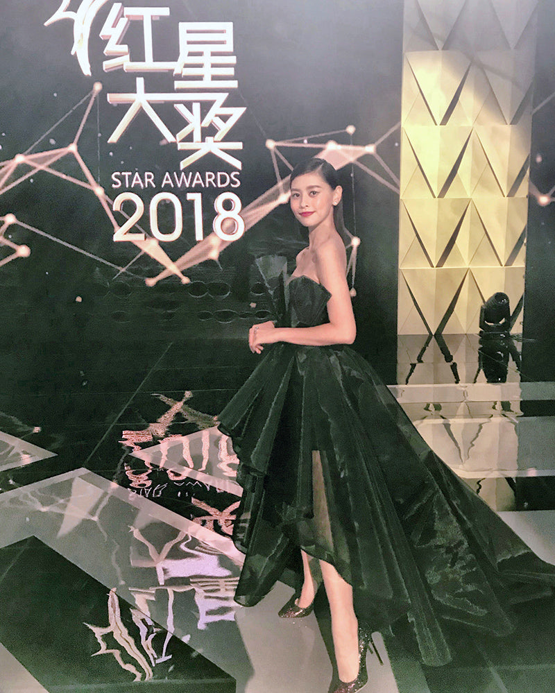 He Ying Ying in black evening gown at Star Awards 2018